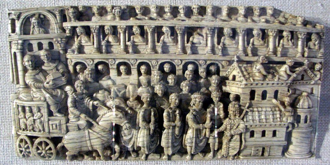 Elfenbeintafel_mit_Reliquienprozession,_Konstantinopel,_5._Jahrhundert