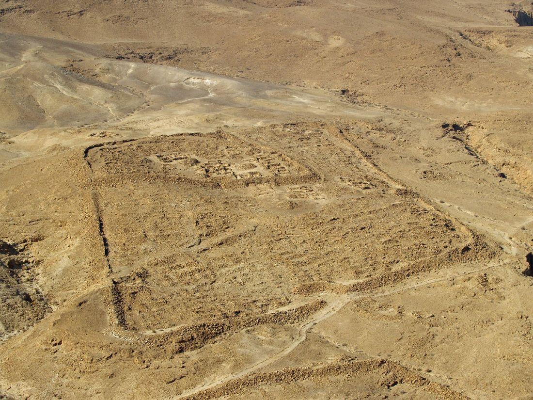 Masada_Roman_Ruins_by_David_Shankbone