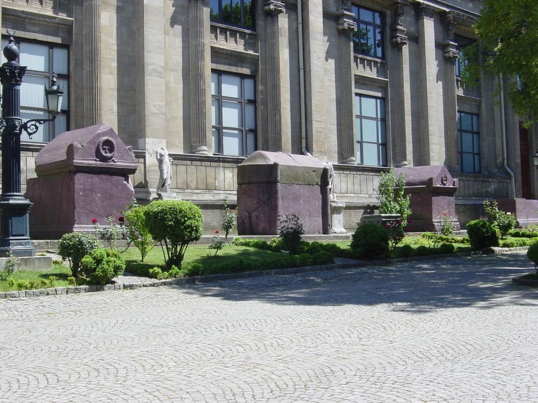 Istanbul_-_Museo_archeologico_-_Sarcofagi_imperiali_bizantini_-_Foto_G._Dall'Orto_28-5-2006_2