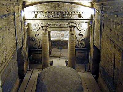 Alexandria_catacombs_principal_tomb,_tb_n110800