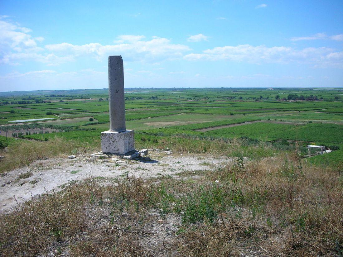 Canas 1280px-Monumento_Battaglia_di_Canne