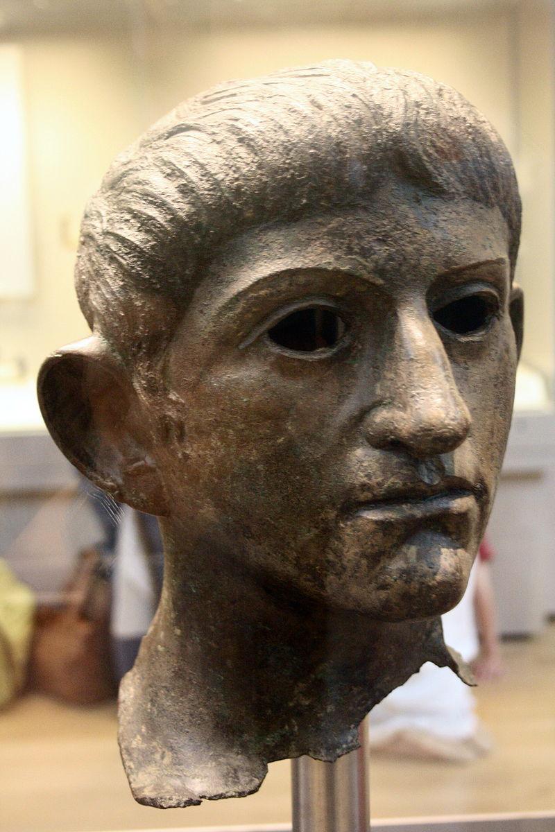 Claudius 800px-Roman_emperor_head