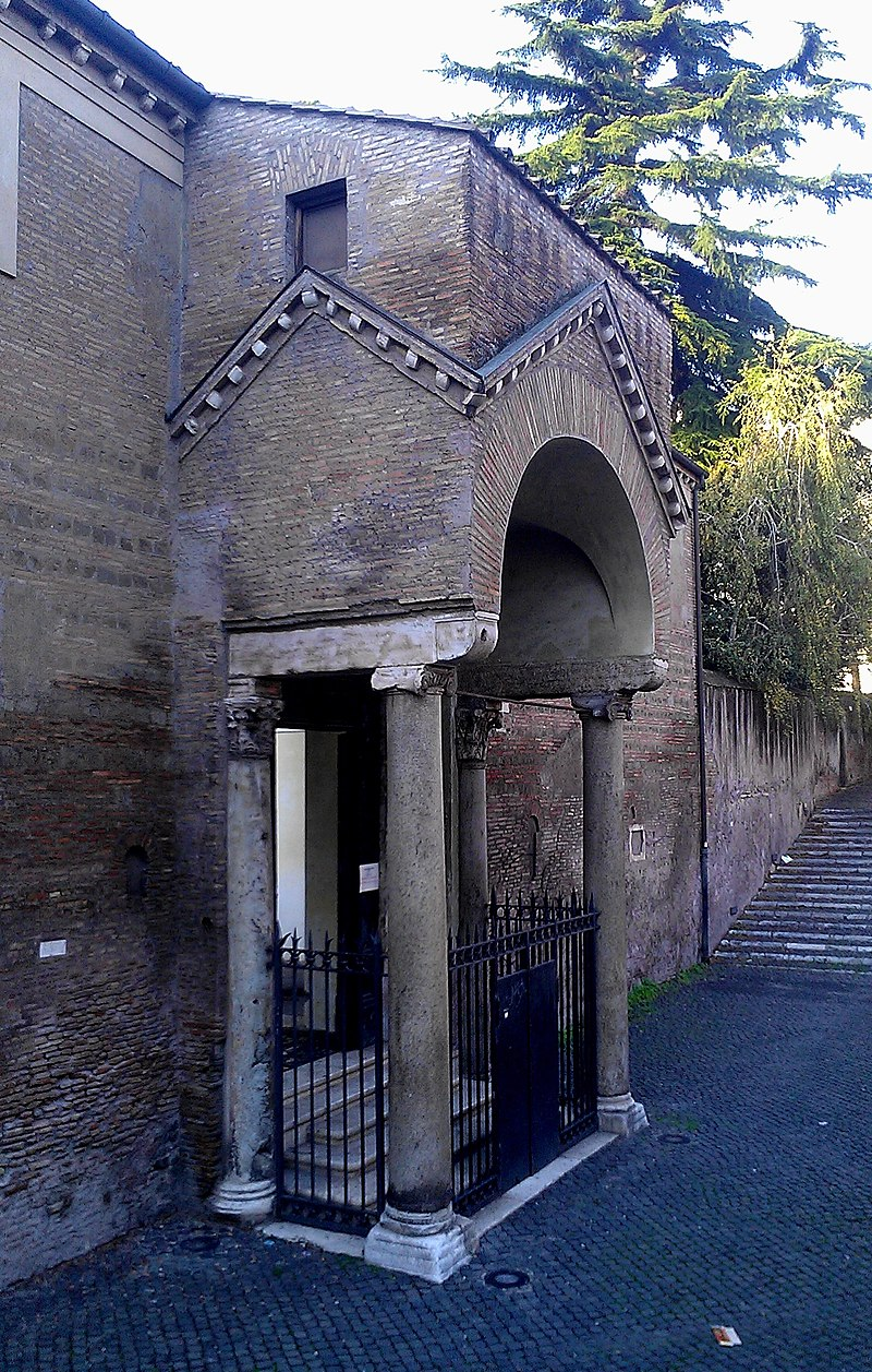 800px-Side_entrance_to_the_Basilica_of_San_Clemente.jpg