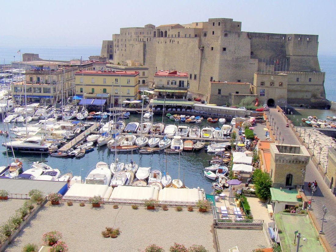 Il_Castello_dell'Ovo_In_Napoli.JPG