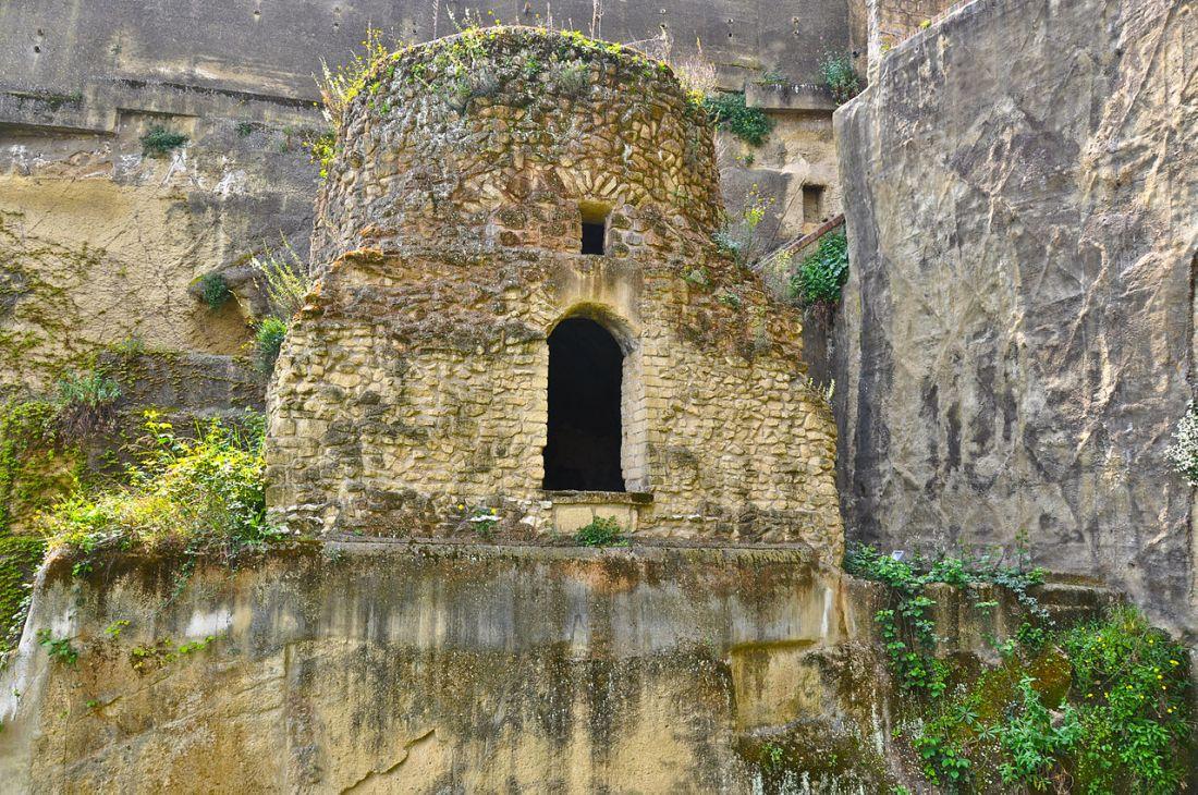 Virgílio 1280px-Parco_della_Grotta_di_Posillipo3.jpg