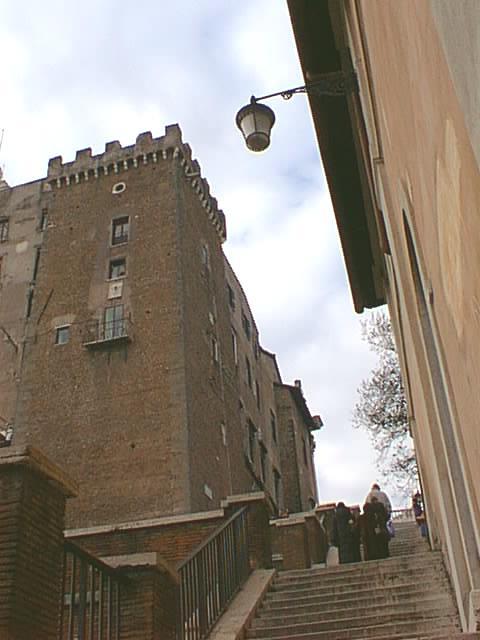 Campidoglio_-_la_Torre_est_salendo_dal_Foro_2_981227