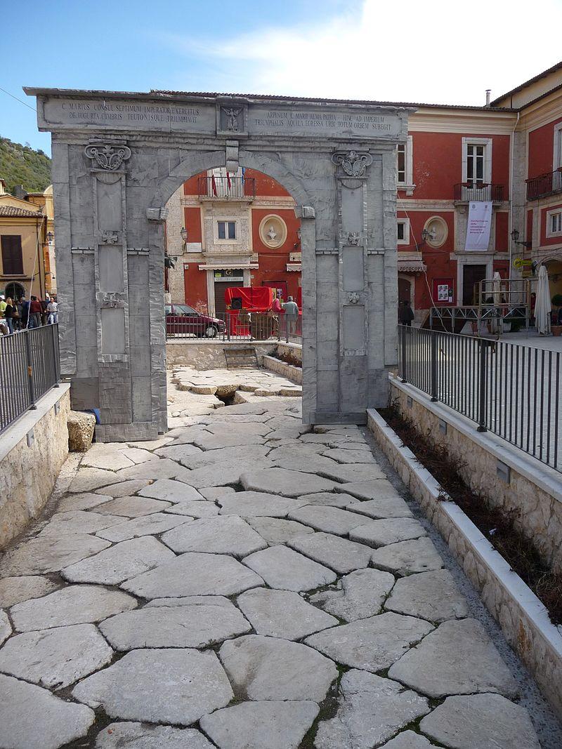 Arpinum Basolato_romano_-_panoramio.jpg